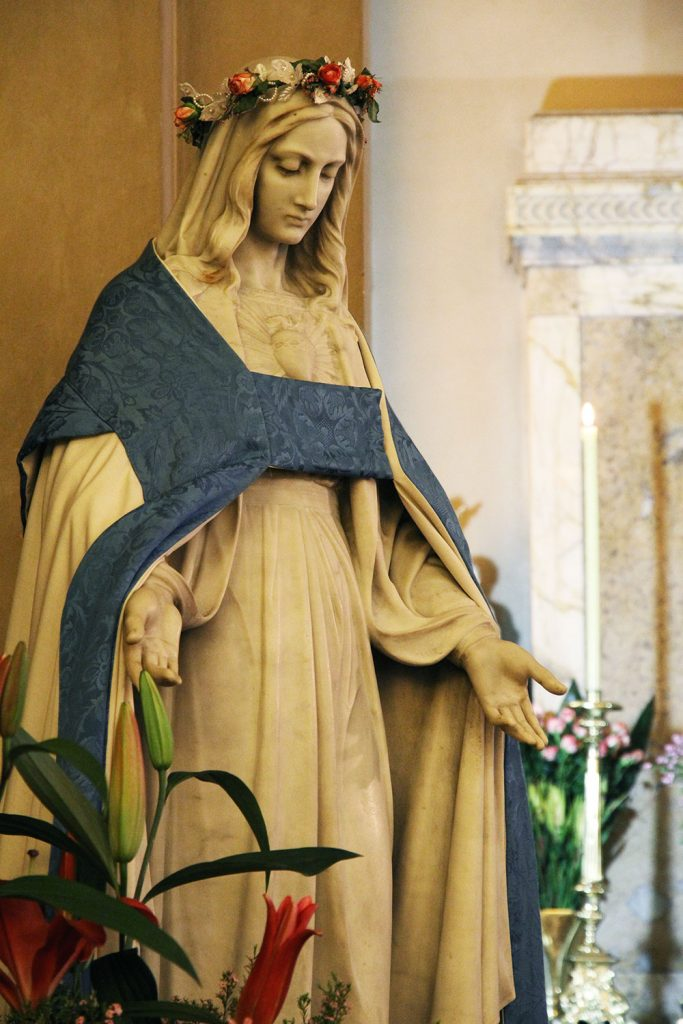 Maternal Heart of Mary Statue